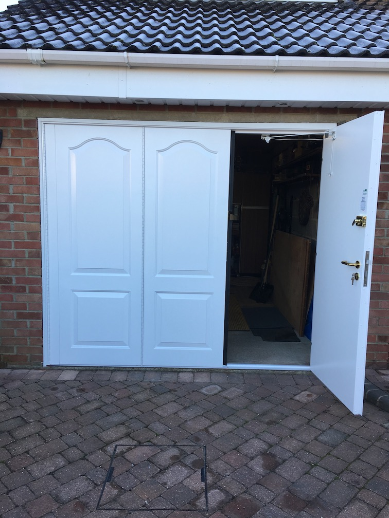 BGID Stirling Side Hinged door RH Leading