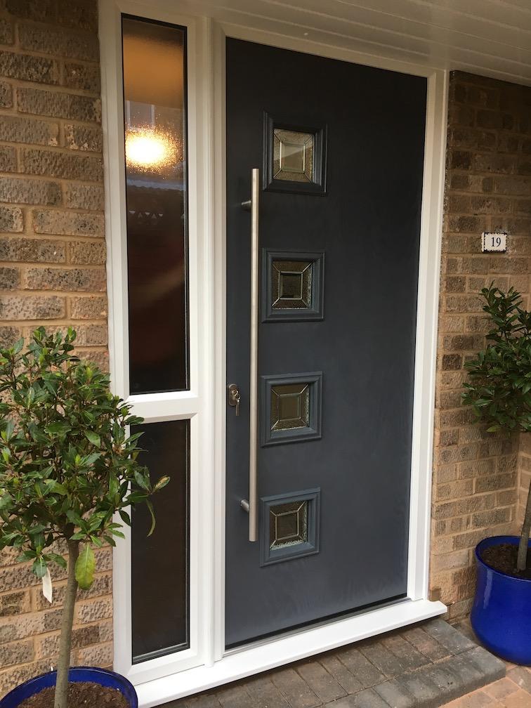 Hörmann composite entrance door including side element