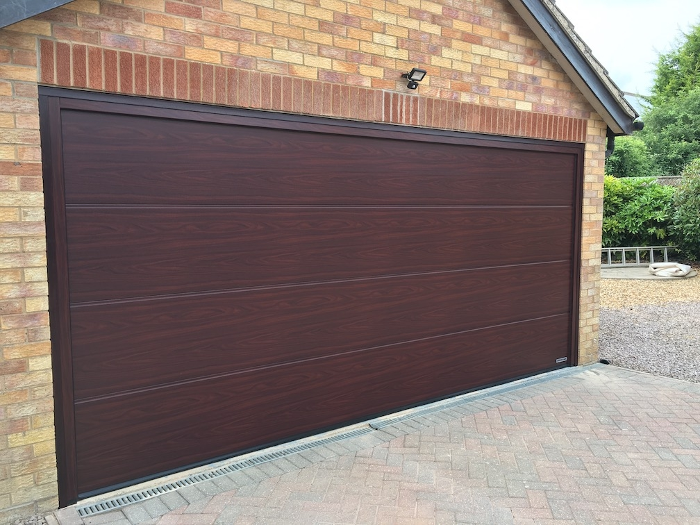 Hörmann sectional door L-Ribbed in Rosewood
